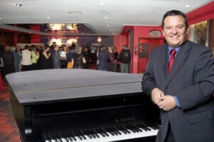 Marc Larouche cocktail au piano